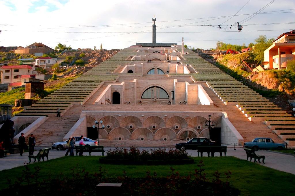 Армения горная страна.