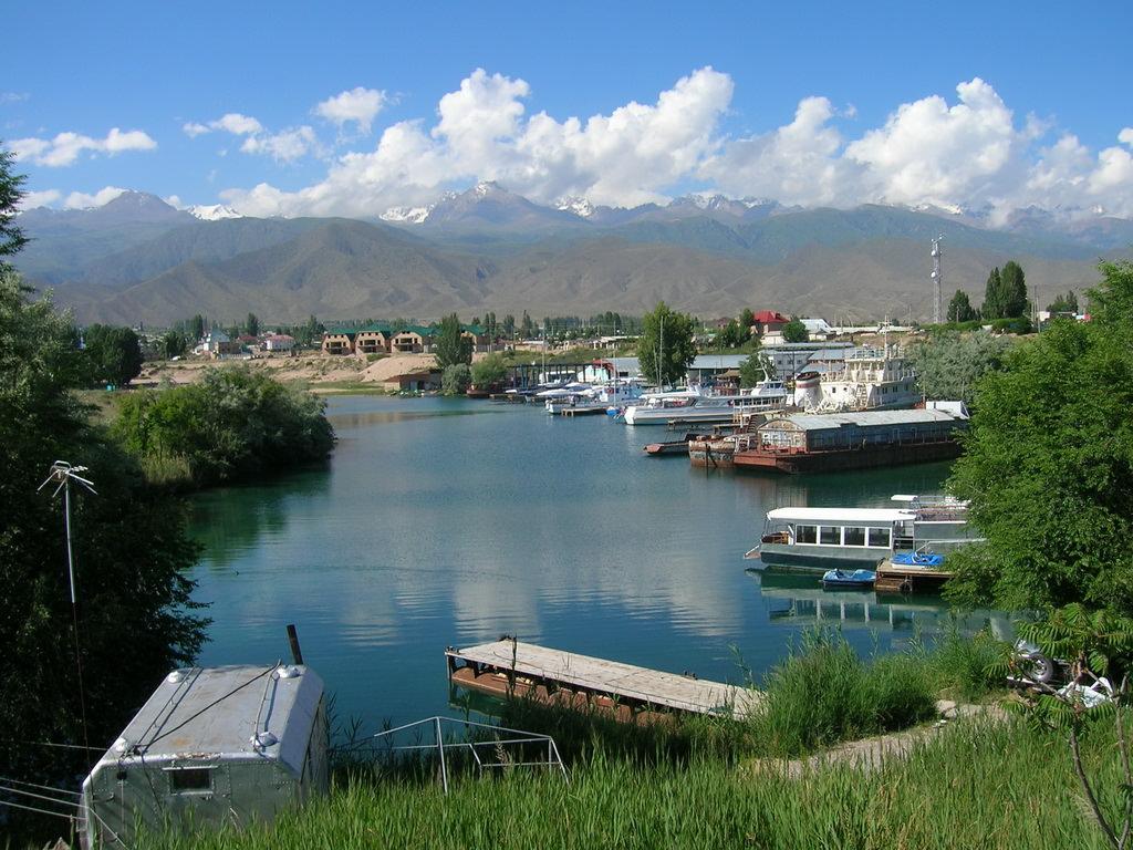 По берегам озера Иссык - Куль