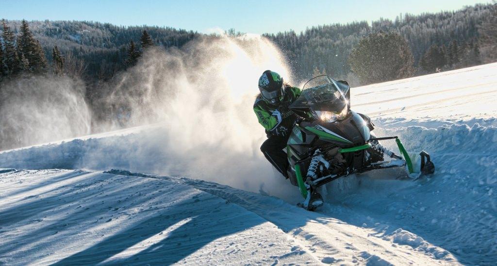 Правила безопасности при управлении снегоходом.
