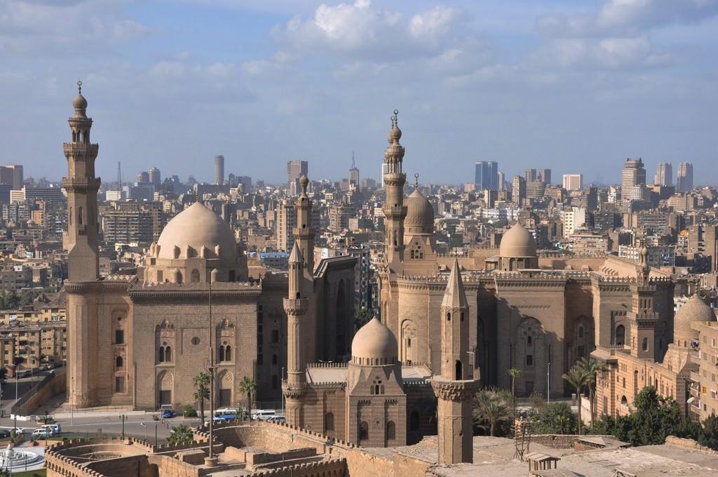 Путешествуем по миру. Египетский город Каир, соседствующий с пирамидами Гизы и некрополем Саккары