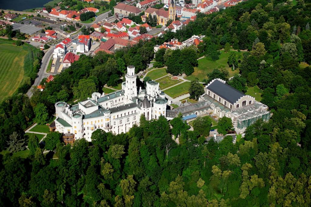 Достопримечательности Чехии, замок Глубока – достояние нации