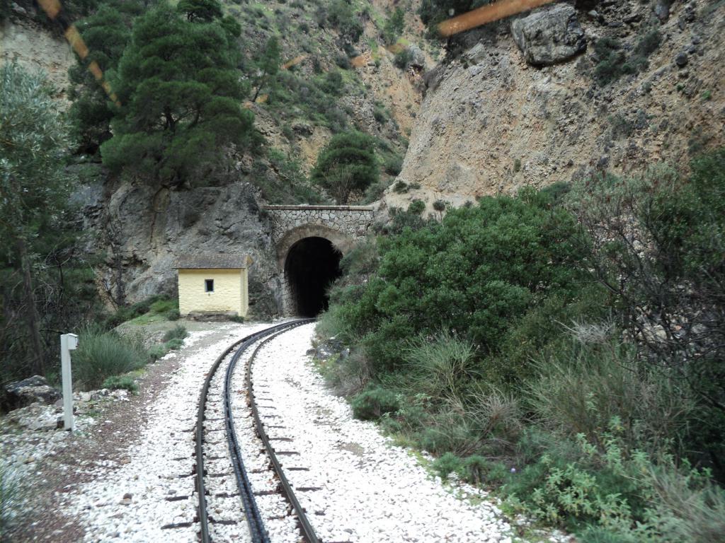Экстремальный туристический поезд в Калаврите.