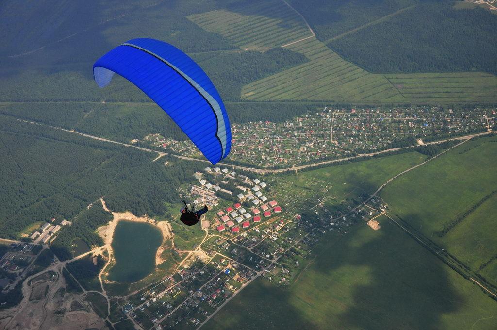 В небе над Питером: полеты на параплане  в поселке Углово