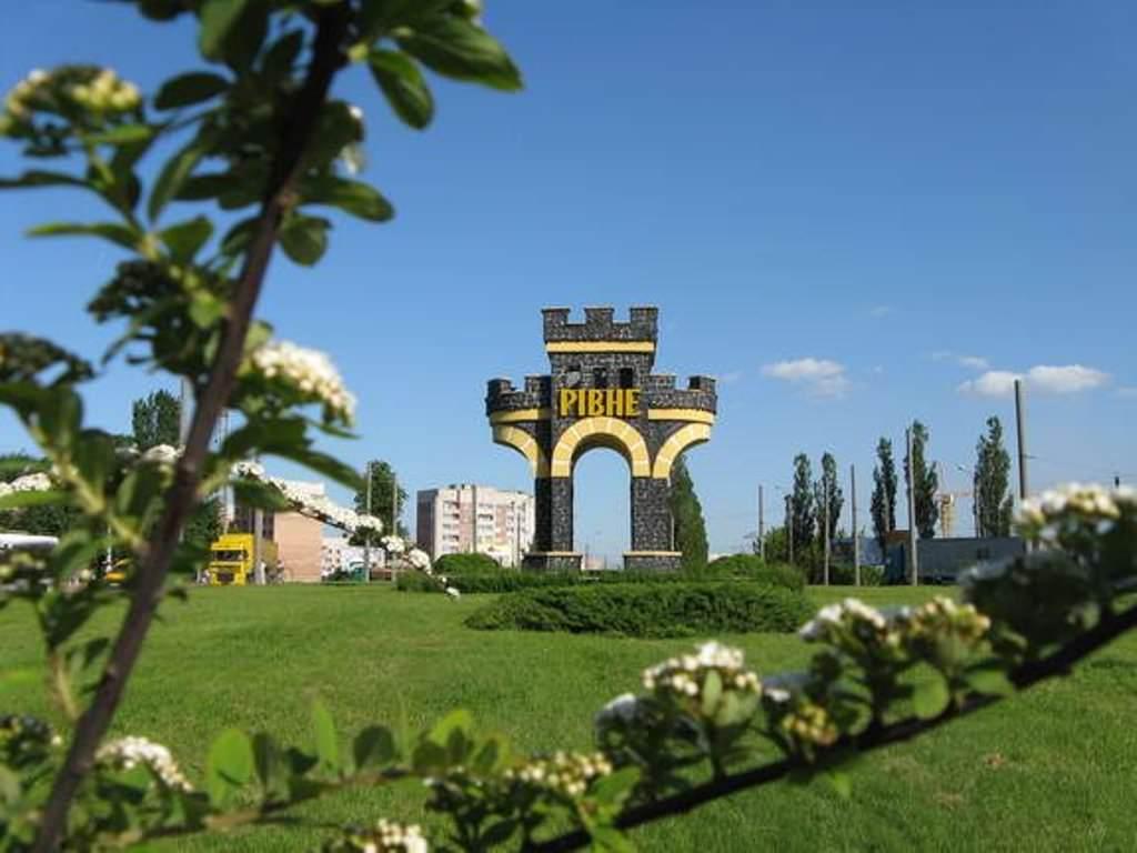 Через всю Украину. Осмотр Ровно и Дубенского замка